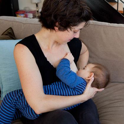 breastfeeding-baby-photo-420x420-lschaeffer-_mg_2794